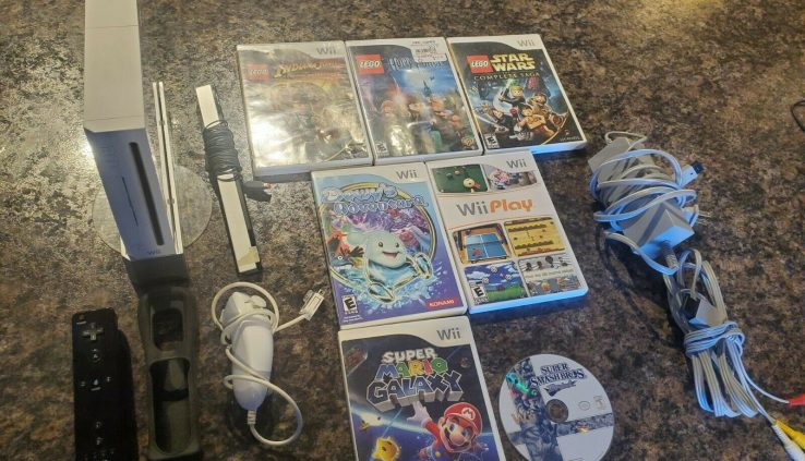 Nintendo White Wii Console System Bundle With 7 Video games mario galaxy, rupture bros