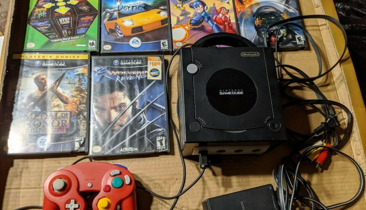 NINTENDO GAMECUBE (BUNDLE) USED 1- CONSOLE,1- REMOTE,1- MEMORY CARD AND 7 GAMES
