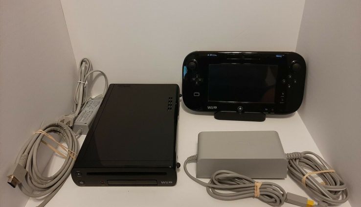 Nintendo Wii U Console 32GB Shadowy Tested Working Virutal Console Video games CLEAN